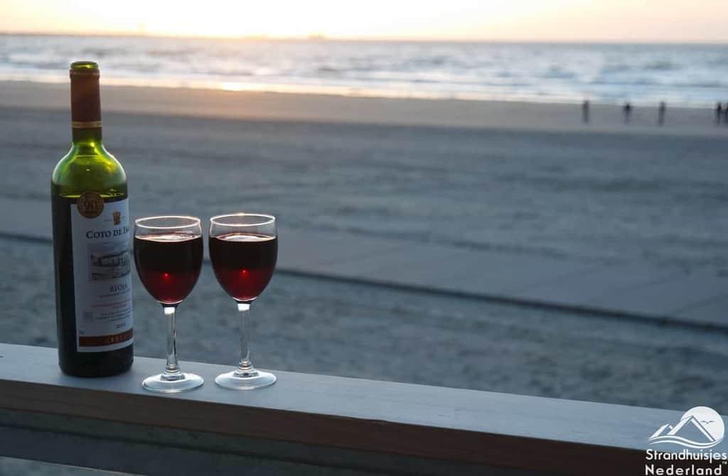 Rode-wijn-zonsondergang-en-uw-eigen-strandterras...-2