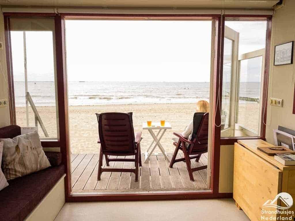 Uitzicht-op-zee-Strandhuisje-Zeeland