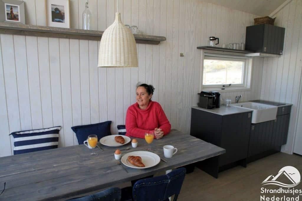 Ontbijten in een Haags strandhuisje