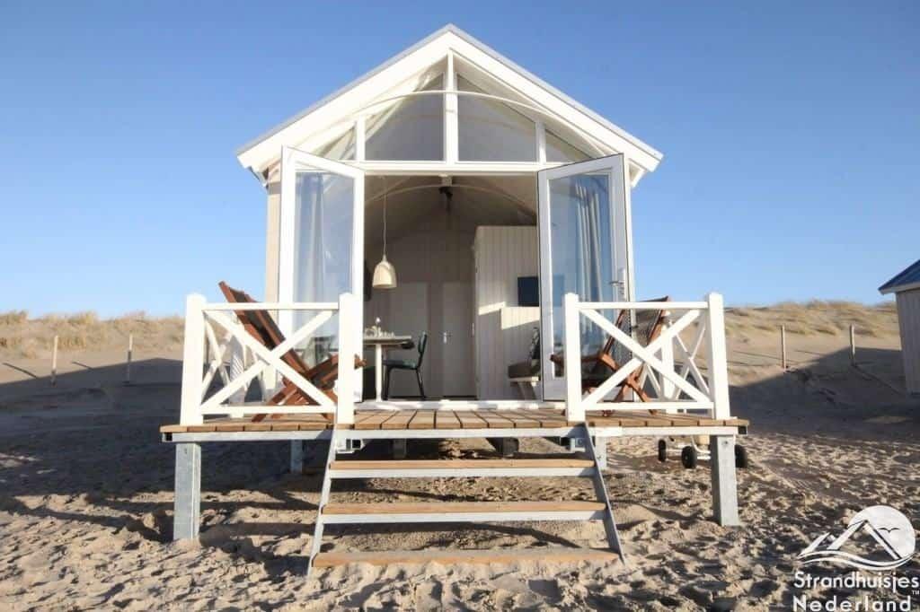 Vooraanzicht Haagse strandhuisjes