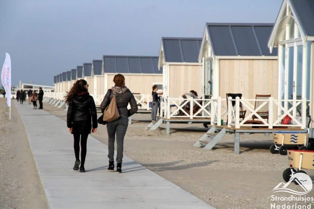 Wandelen langs de Haagse strandhuisjes