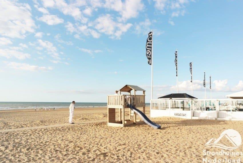 strandpaviljoen bij kusthuisjes Katwijk