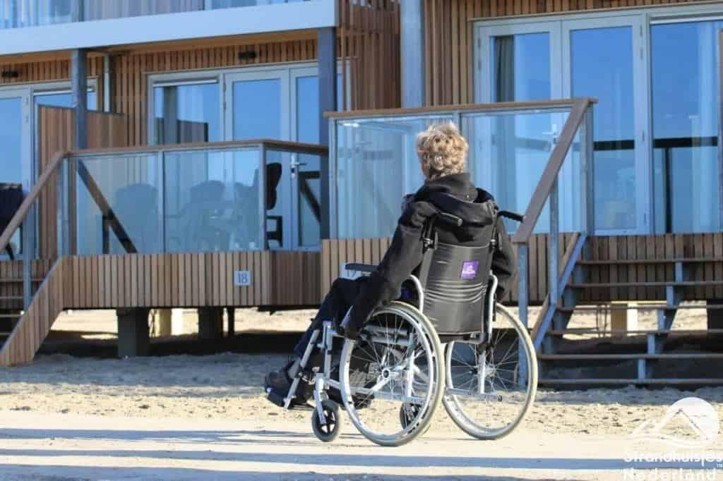 De huisjes zijn ook bereikbaar voor mensen slecht ter been middels het verharde pad dat langs de huisjes is aangelegd. Helaas is er (nog) geen minder valide huisje.