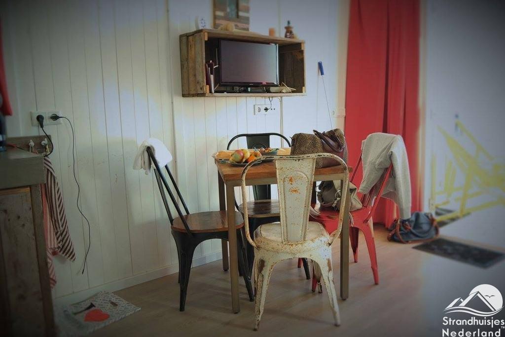 https://strandhuisje.nl/upload/2016/04/Interieur-strandhuisje-Katwijk-aan-Zee.jpg