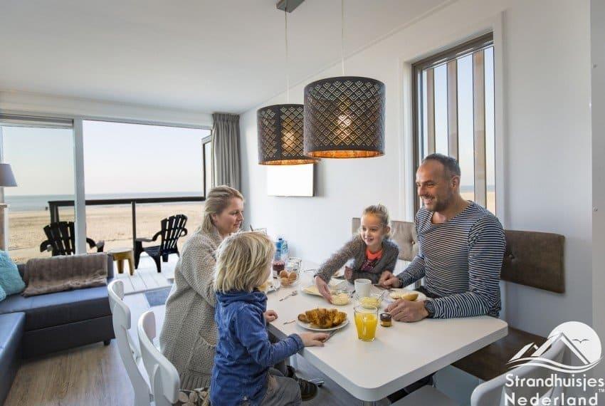 Lekker ontbijten bij strandhuisjes Hoek van Holland
