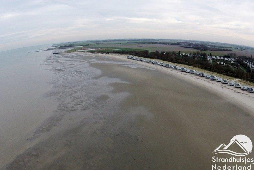 Strandhuisjes aan zee Zeeland