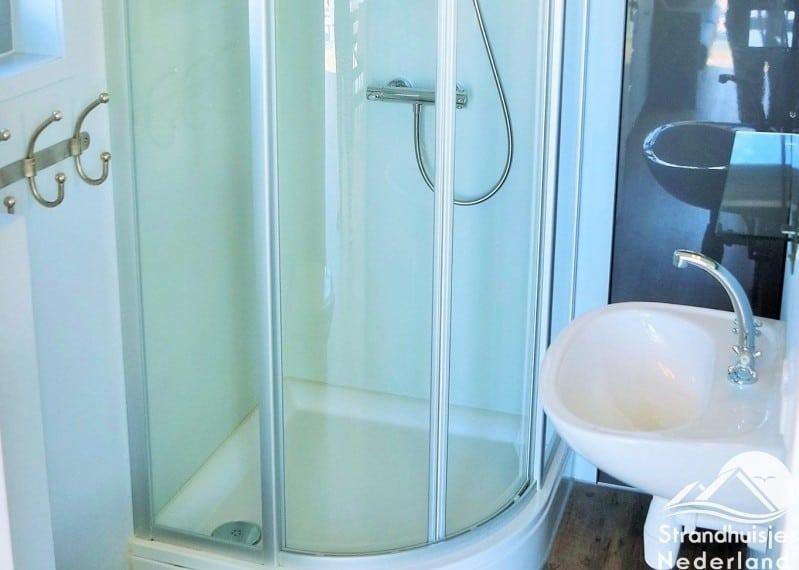 Badkamer strandhuisje Julianadorp