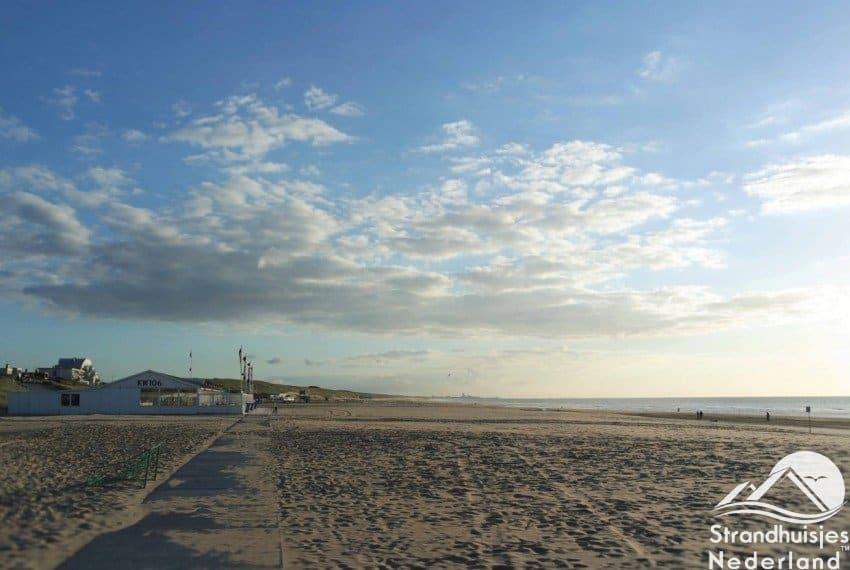 Mooi breed strand bij Katwijk aan Zee