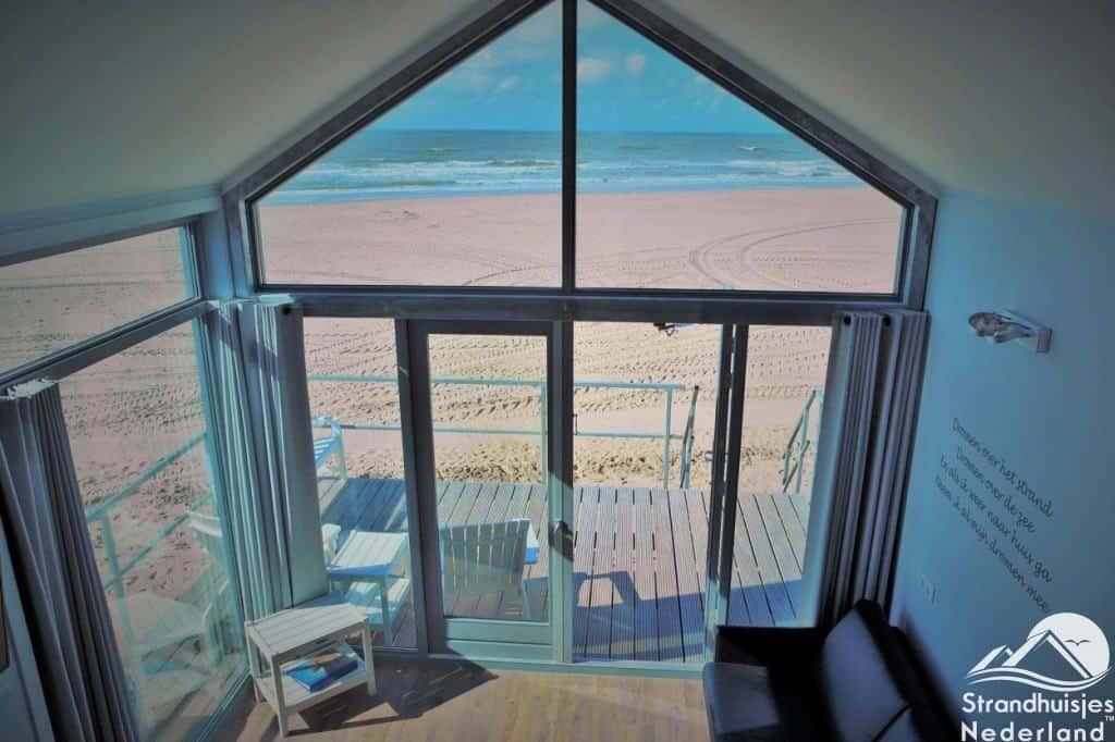 Uitzicht vide strandhuisje julianadorp