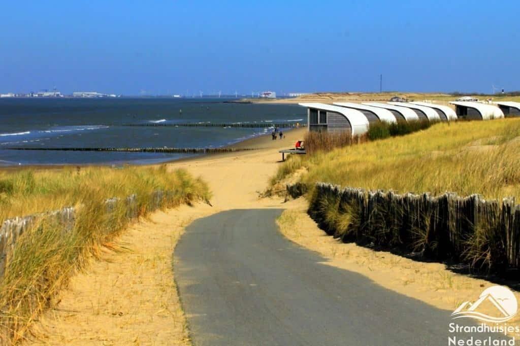 Strandovergang bij strandhuisjes Groede