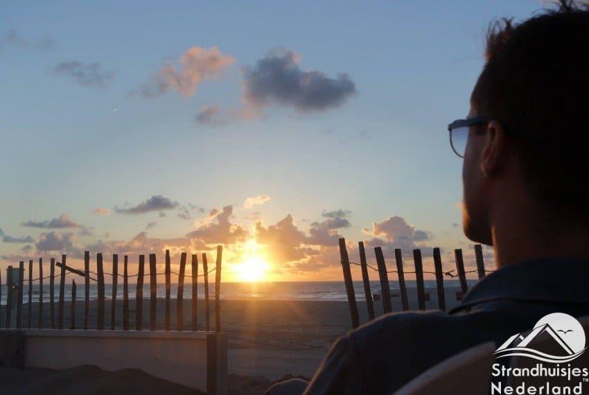 Genieten van zonsondergang bij Rijk aan Zee