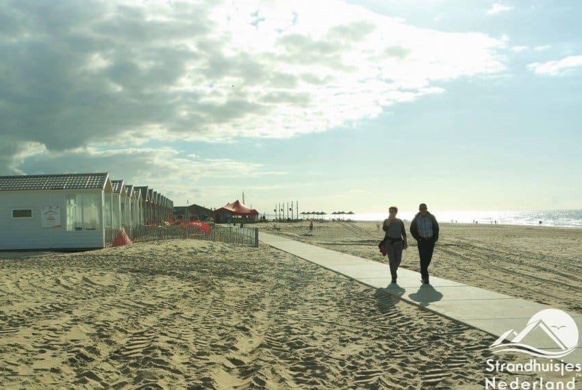 Lekker wandelen op het strand van Katwijk