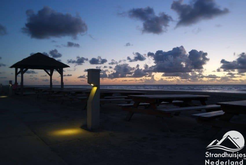 Mooie wolkenlucht bij strand Wijk aan Zee