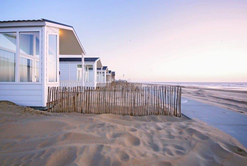 Zijaanzicht Strandhuisjes De Watering