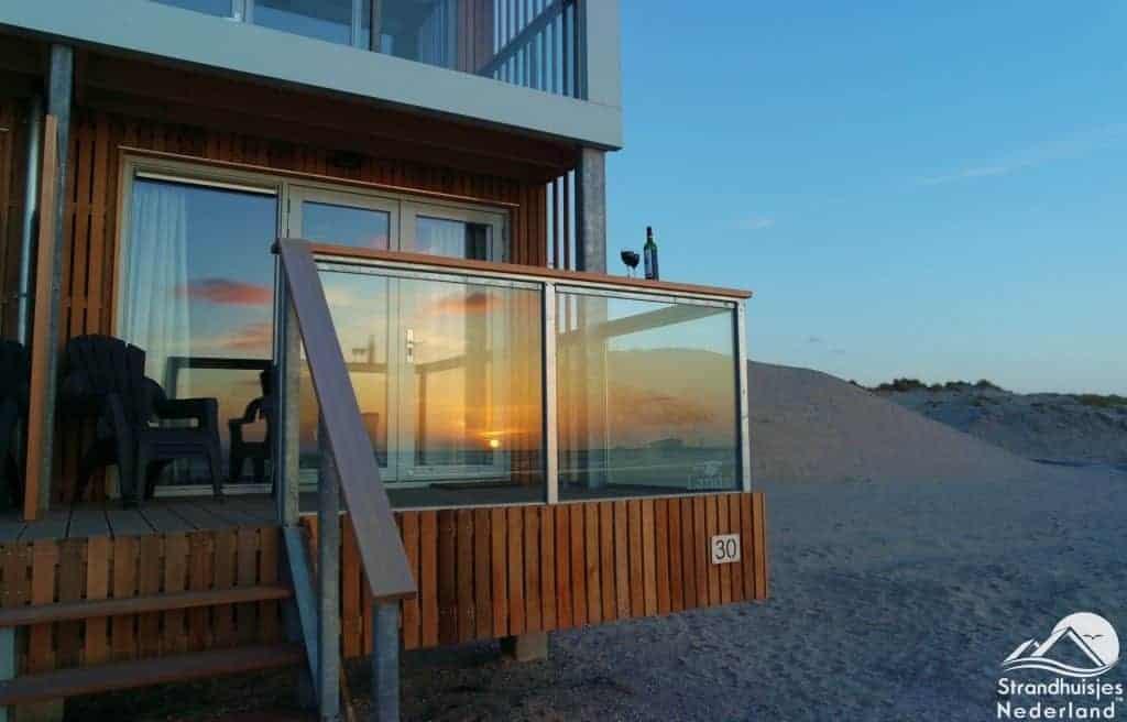 Zonsondergang strandhuis Hoek van Holland