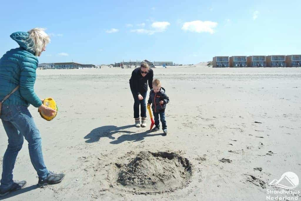 Strand bij strandhuisjes Hoek van Holland