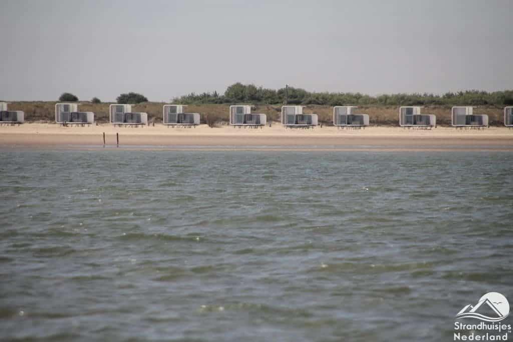 strandhuisjes Nieuwvliet vanaf de zee