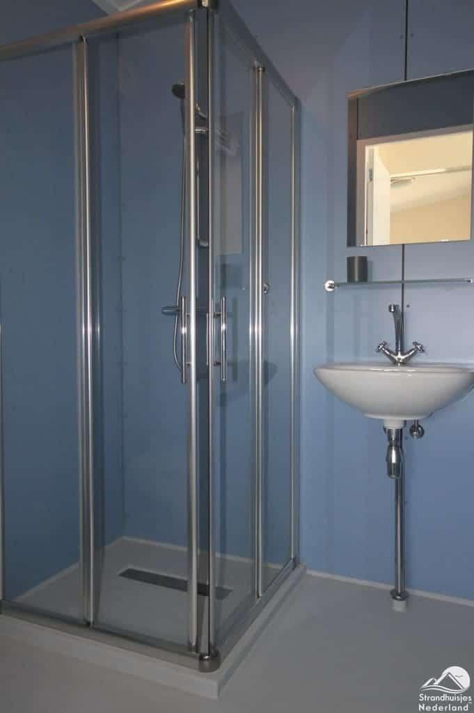 Badkamer strandhuisje Kijkduin
