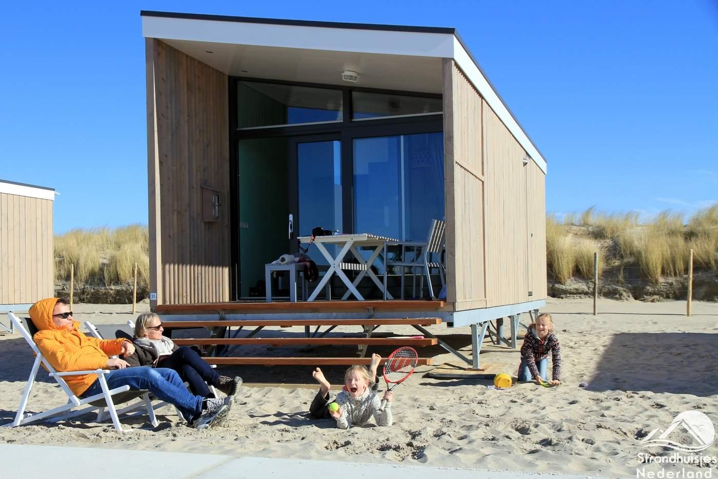 strandhuisje kijkduin moderne nieuwe huisjes aan zee slapen op strand. Black Bedroom Furniture Sets. Home Design Ideas