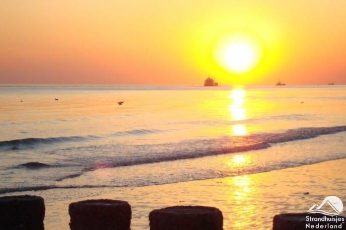 Zonsondergang strand Dishoek