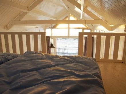 Slaapzolder boven strandhuisje Paal 14