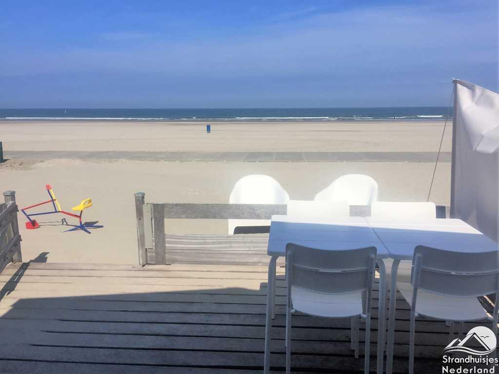 Strandterras strandhuisje Hoek van Holland