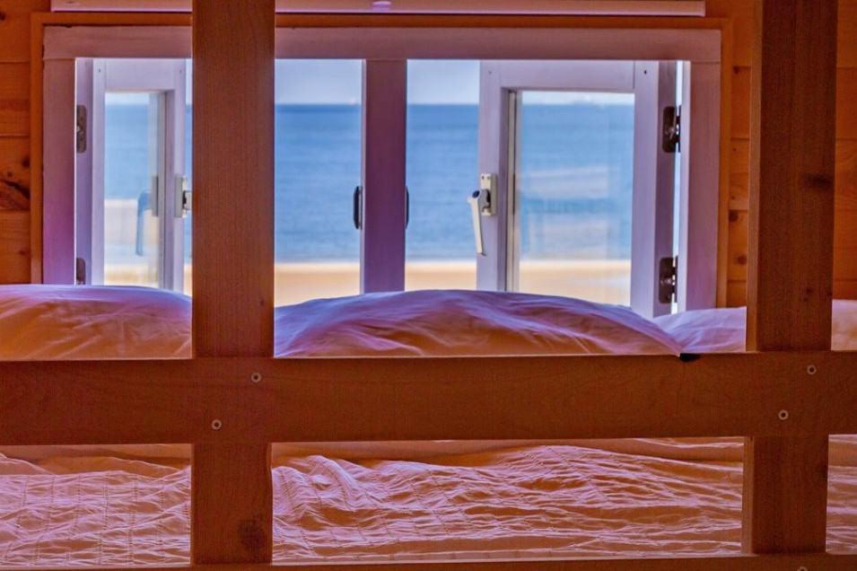 Slaapzolder met zicht op zee