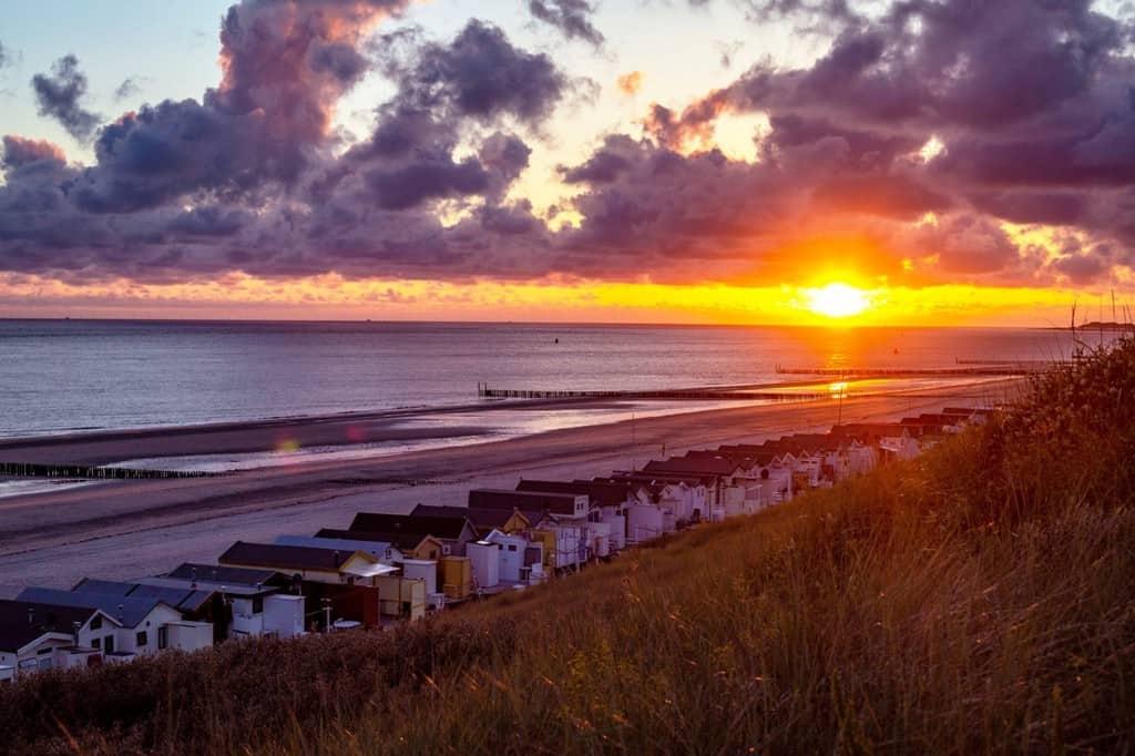 Strandhuisjes Dishoek zonsondergang