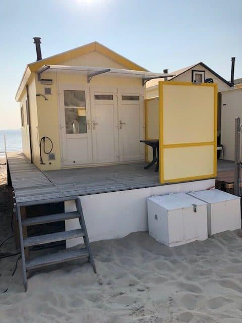 Achterbordes strandhuisje 320
