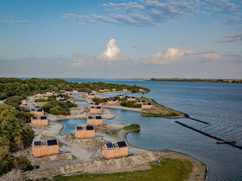 Grevlingenstrand met strandhuisjes