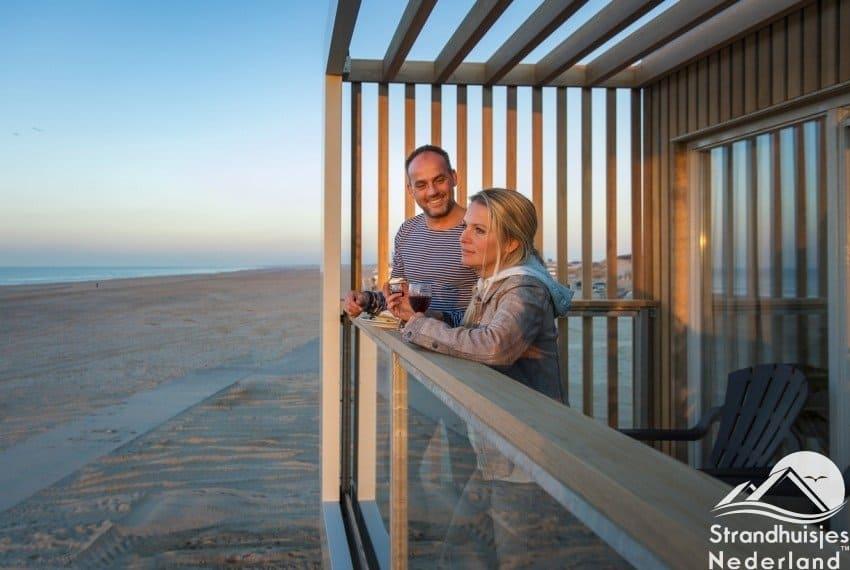 Genieten van het uitzicht strand Hoek van Holland
