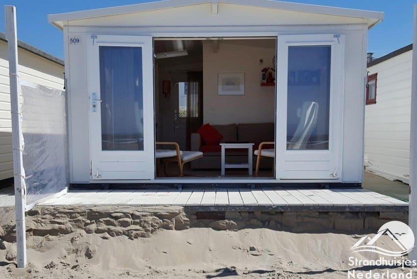 Deuren open strandhuisje IJmuiden